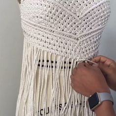 〰MACRAMÉ STORY 〰 I learnt a few knots from an artisan whilst travelling through a desert town in my motherland Chile. There was a flood and my bus was Macrame Design, Macrame Art, Macrame Projects, Macrame Knots, Macrame Necklace, Macrame Jewelry, Macrame Patterns, Crochet Patterns, Art Macramé