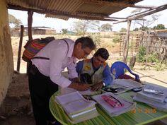 Personal Técnico de la Gerencia Regional de Saneamiento Físico Legal de la Propiedad Rural, realizando trabajos de empadronamiento y Linderación a los pobladores del sector Hualtaco II, del Distrito de Tambogrande.