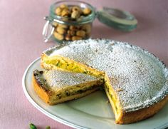 Torta ai pistacchi  Preparate la pasta frolla mescolando gli ingredienti indicati e lasciatela riposare in frigo due ore. Imburrate e infarinate uno stampo di 24 centimetri di...