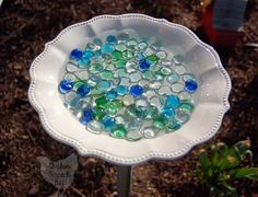 butterfly garden Turn a dinner plate into a pretty Bee amp; Butterfly Waterer in minutes with easy to find supplies Butterfly Feeder, Butterfly Plants, Butterfly House, Bee Supplies, Bird Bath Garden, Hummingbird Garden, Garden Crafts, Garden Art, Garden Projects