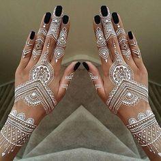 Beautiful #henna design :heart_eyes: . . . #hennadesign #art #diversewedding #bridalstyle #beauty