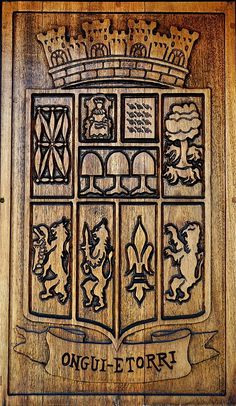 Basque wood carving ONGUI ETORRI welcome sign