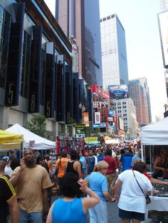 You think that Broadway Flea Market > Christmas | Community Post: 25 Things Only Theatre Kids Will Understand