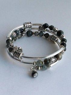 Cobalt blue bracelet with silver spacer and memory wire Memory Wire Jewelry, Memory Wire Bracelets, Jewelry Bracelets, Jewelery, Gemstone Jewelry, Beaded Jewelry, Handmade Jewelry, Earrings Handmade, Cute Friendship Bracelets