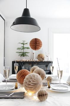 christmas table setting ♥ mixmix #mixmixreykjavik - via blog.stylizimo.com