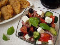 Gyorsan elkészíthető menüket tesztelek, a görög salátát, illatos, omlós csirkemellel, hozzá desszertnek egy finom vaníliapudingot el lehet készíteni 40 perc alatt