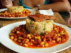 Tomatican - a Chilean tomato and vegetable stew , in this case accompanied by rice prepared with onions, carrots and peas and a steak. Chilean Recipes, Chilean Food, Comida Diy, Healthy Fridge, My Favorite Food, Favorite Recipes, Western Food, International Recipes, Lunches And Dinners