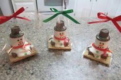 Marshmallow snowmen. Great small gift idea!