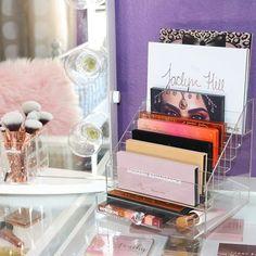 45 Brilliant Makeup Organizer & Storage Ideas for Girls - beauty - MAKE UP Diy Makeup Organizer, Makeup Storage Organization, Make Up Organiser, Storage Ideas, Organization Ideas, Makeup Holder, Makeup Storage For College, Makeup Palette Storage, Acrylic Makeup Storage