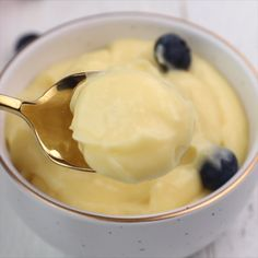 Homemade Custard Recipe (Pastry Cream) Homemade Custard Recipe (Pastry Cream) – quick and easy to make, foolproof custard recipe that can be served on its own, or used as a cake, pie, tart and pastry filling. Custard Pies, Custard Pudding, Custard Recipes, Pastry Recipes, Cream Recipes, Cooking Recipes, Vanilla Custard, Custard Desserts, Yellow Custard Recipe