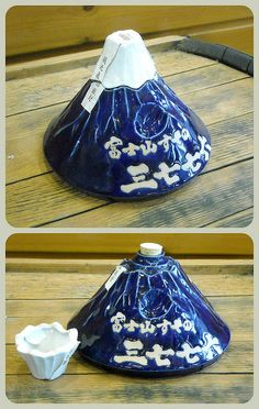 Saké bottle in the shape of Mt. Fuji