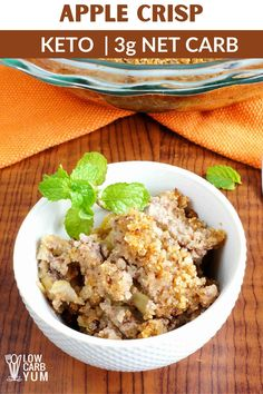 The best keto apple crisp doesn't use any apples! To keep it keto friendly, this low carb apple crisp recipe using zucchini as the mock apples. Because it tastes like apple, your taste buds will never know the difference! Low Carb Apple Crisp Recipe, Apple Crisp Recipes, Beef Recipes, Low Carb Recipes, Real Food Recipes, Ketogenic Recipes, Ketogenic Diet, Healthy Recipes, Keto Dessert Easy