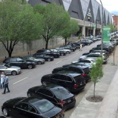 That's not a parking lot..that's 2 blocks of Kansas city that have been closed off just for Visalus BMW parking!! #VisalusNST
