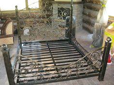 Кованая кровать из виноградной лозы в Полоцке