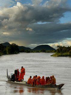 Slowboat in Laos - http://viaggi.asiatica.com/