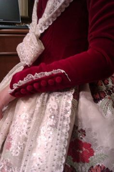 BROCAT :: CONFECCIONES, GANDÍA - (VALÈNCIA) Dress Pesta, Folk Costume, Sleeve Designs, Cool Costumes, Girly Girl, Costume Design, Beautiful Outfits, Sleeve Styles, Marie