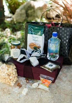 Wedding Gift Ideas For Out Of Town Guests : great article about the importance of gift bags for out-of-town guests ...