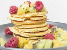 Low carb pancakes with coconut flour – foodwerk.ch Low carb pancakes with coconut flour – foodwerk. Paleo Food List, Low Carb Vegetarian Recipes, Food Lists, Keto Vegan, Vegan Hummus, Vegan Food, Low Carb Crepes, Low Carb Pancakes, Healthy Eating Tips