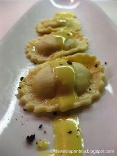dentro la pentola: ravioli di patate con salsa taleggio e zafferano