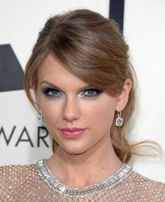 Taylor swifts Grammys look 2014