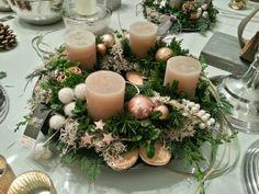Christmas Advent Wreath, Christmas Rose, Christmas Decorations To Make, Winter Christmas, Holiday Crafts, Advent Wreaths, Art Floral Noel, Christmas Tablescapes, Christmas Inspiration