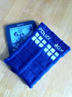 TARDIS Kindle case - free pattern from ravelry.com ~ How cool is this? I'm sure it's easy to adjust for other devices. The geek in me is SO excited to make this one!