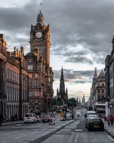 In Edinburgh, Scotland. City Aesthetic, Travel Aesthetic, Edinburgh University, Edinburgh City, Whats Wallpaper, Places To Travel, Places To Visit, Travel Destinations, Scotland Travel