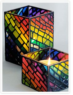 Resultado de imagen para falso vitro Stained Glass Light, Stained Glass Paint, Stained Glass Projects, Stained Glass Patterns, Bottle Painting, Bottle Art, Mosaic Art, Mosaic Glass, Vitromosaico Ideas