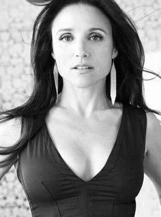 Julia Louis-Dreyfus - If u think her acting is weak because you only think of her as Elaine or the neighbor from Christmas Vacation then watch Enough Said. She needs to do more drama because we all know she has comedic timing down. Julia Louis Dreyfus, Pretty People, Beautiful People, Beautiful Women, Beautiful Eyes, 50 And Fabulous, Hollywood, Famous Women, Famous People