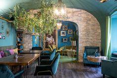 Unikátny glamour dizajn mačacej kaviarne Ragdoll Café   DOMA.SK Glamour, The Shining