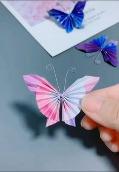 Easy Paper Crafts for Kids and Adults - Here we have tried to group our Paper Craft ideas by type! Origami for Kids Newspaper Crafts. Paper Flowers Craft, Paper Crafts Origami, Newspaper Crafts, Paper Crafts For Kids, Flower Crafts, 3d Paper, Paper Toys, Origami Flowers, Flower Paper