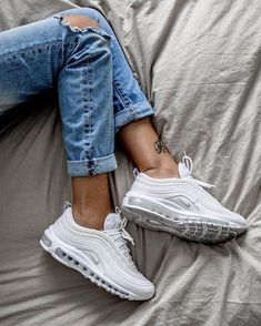 35 Best Nike Sneakers Of 2019 35 Best Nike Sneakers Of 2019 that have to be in your wardrobe this season. AIR MAX Nike Air Max 270 and Air Vapormax Plus Sneakers Mode, Sneakers Fashion, Fashion Shoes, White Sneakers, White Nike Shoes, Converse Sneakers, Emo Fashion, Casual Sneakers, Fashion Outfits