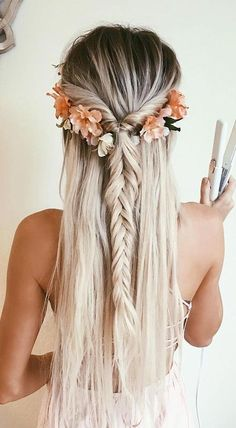 Bohemian hairstyles are worth mastering because they are creative, pretty and so. Bohemian hairstyles are worth Medium Long Hair, Medium Hair Styles, Long Hair Styles, Hair Styles Flowers, Awesome Hair Styles, Hair Styles Summer, Hair Styles For Formal, Braids For Medium Hair, Flowers In Hair