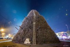 The Fòcara in #Novoli (#Salento, South #Puglia) The word Fòcara derives from the dialect of #Salento and it means a bonfire of firewood . It is used to indicate a traditional rite: to create piles of fagots at crossroads of the city (especially in the cities of Surbo and Novoli ) and set it on fire on the eve of the liturgical feast of Saint Anthony. #travel #travelblog #blog #blogger #travelblogger #italy #italia #lafocara #Salentowebtv #ecofestapuglia Ph paolo simone