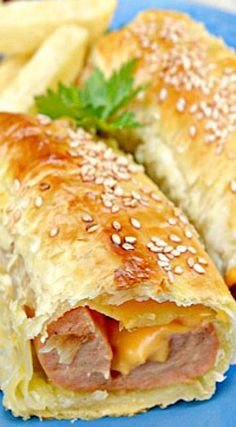 Puff pastry baked hot dogs with melted cheese ❊ Hot Dog Recipes, Beef Recipes, Cooking Recipes, Recipes With Hotdogs, I Love Food, Good Food, Yummy Food, Healthy Food, Fingerfood Party