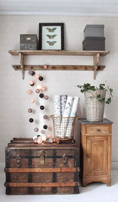 A lovely mix of color and materials Upcycled Furniture, Home Furniture, Wabi Sabi, Interior And Exterior, Interior Design, House Inside, Ikea, Shabby, Rustic Interiors