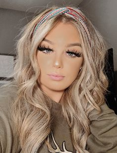 Country Girl Makeup, Country Girl Hairstyles, Western Hair Styles, Hair Inspo, Hair Inspiration, Cowgirl Hair, Cute Cowgirl Outfits, Girl Hair Colors, Hair Highlights