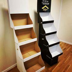 Pappdisplay - sjokkselger produsert av Nordic Display as Bookcase, Shelves, Display, Home Decor, Floor Space, Shelving, Decoration Home, Billboard, Room Decor