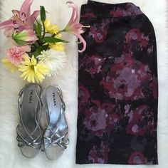 """Ann Taylor Floral Skirt 16 Pretty floral skirt with full lining and rear zip. Slit in back for easy movement. Waist 19"""" lying flat. Hip 22"""" lying flat. Length 23"""". Size 16. 100% polyester. Ann Taylor Skirts Midi"""