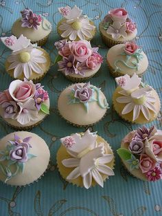 summer cupcakes | Flickr - Photo Sharing! Would hate to eat these gorgeous beauties!