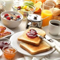What is a typical Portuguese breakfast? Check out Testuffs's guide to the best spots to have a Portuguese breakfast in Italy. English Breakfast Tea, Second Breakfast, Veg Recipes In Hindi, Vegetarian Recipes, Health Breakfast, Breakfast Bowls, Breakfast Fruit, Lucien Georgelin, Kiwi Smoothie
