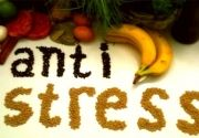 The stress affects our health that results in headaches, stomach problems, irregular heartbeat and insomnia. The food that we eat is the best cure for everything. This is a list of 7 anti-stress meals that may help you to relax. Natural Remedies For Stress, Natural Stress Relief, Stress Less, Reduce Stress, Stress And Anxiety Symptoms, Stomach Problems, Beauty Recipe, Diet And Nutrition, Fitness Nutrition