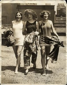 26 May 1925 v 26, anon for Int'l Newsreel New York - well-dressed bathing girls   (by blacque_jacques, via Flickr)