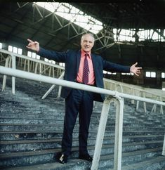 One of greatest manager Liverpool FC ever found: Bill Shankly Liverpool Home, Liverpool Football Club, Football Pictures, Sports Pictures, Football Stadiums, Football Fans, Liverpool Fc Managers, Bob Paisley, Bill Shankly