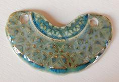 Handmade Porcelain pendant emerald and green . por Majoyoal en Etsy