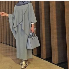 Trevel wearing Modern Abaya, Grey, Fashion Design, Womens Fashion, Black, Abaya Fashion, Beautiful, Abayas, Gray Color