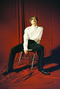 Taemin din SHINee ne cucerește cu privirea sexy in noile imagini teaser Human Poses Reference, Pose Reference Photo, Kim Chungha, Figure Poses, Poses References, Shinee Taemin, Body Poses, Photo Instagram, K Pop