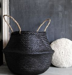 The deco idea of ​​Saturday: the ball basket - Trendy Home Decorations Black Basket, Belly Basket, Basket Bag, Home And Deco, Basket Weaving, Bamboo Weaving, Wicker Baskets, Woven Baskets, Home Accessories