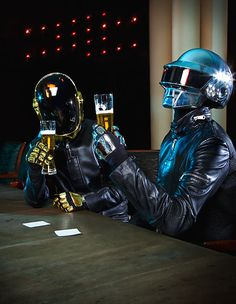 8 de febrero. Hoy está cumpliendo 38 años Guy-Manuel de Homem-Christo, uno de los integrantes de Daft Punk