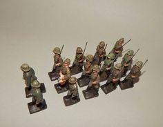 """""""14 Soldaten im Marsch"""" Konvolut von Lineol - 6,5 cm Massesoldaten"""